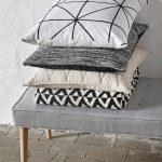 Comfy kussen van katoen met grafische print in zwart wit van Hubsch
