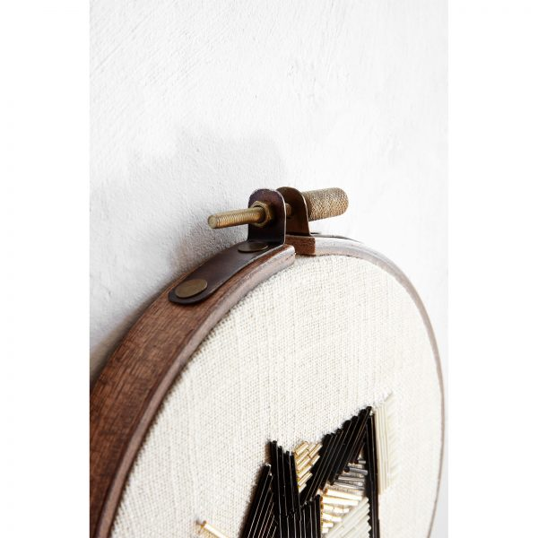 Borduurring kunstwerk met kralen taupe van House Doctor