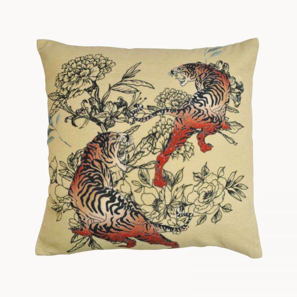 Kussen van fluweel met tijgers en bloemen van het merk Goround